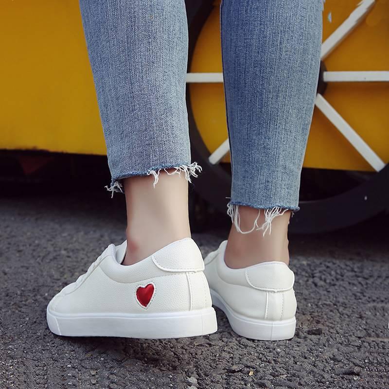 爱心小白鞋女板鞋加绒加厚2018新款学生原宿平底休闲鞋街拍女单鞋