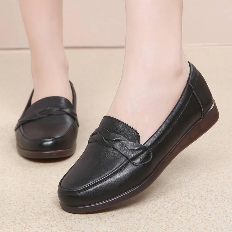 妈妈鞋软底女舒适平底皮鞋红色真皮中年40岁50单鞋大码女鞋牛筋底