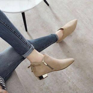 新款女粗跟短靴尖头绒面百搭马丁靴