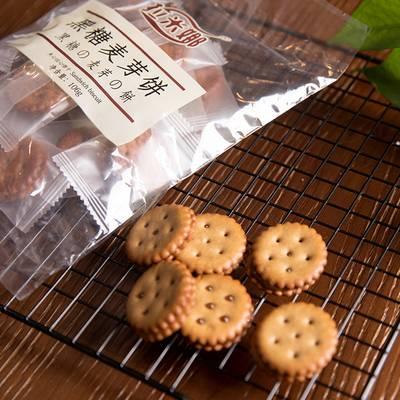 台湾风味黑糖麦芽咸蛋黄夹心饼干网红小吃办公室零食韩国小圆饼干